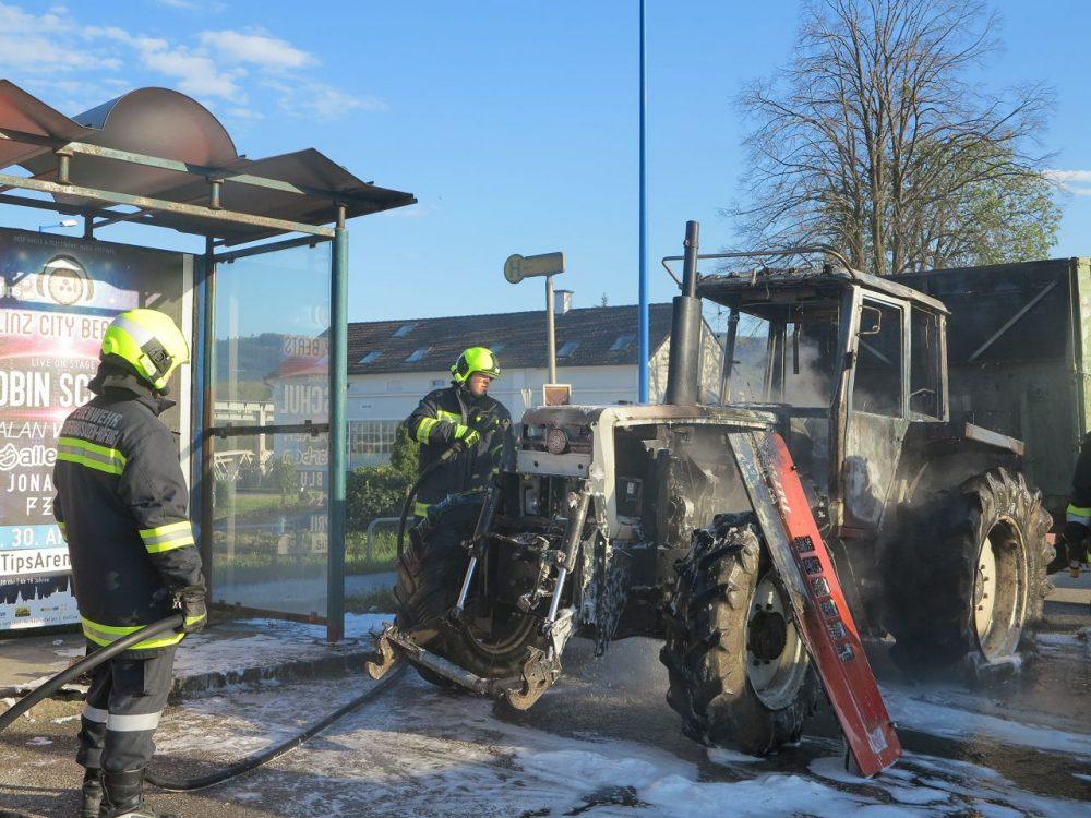 Traktorbrand auf der B121