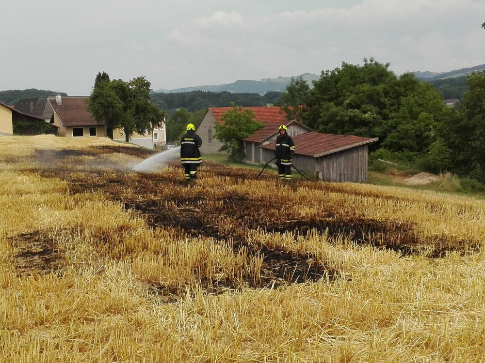 Ballenpresse in Brand geraten
