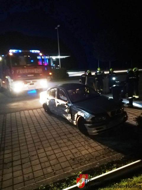 PKW verlor Betriebsmittel nach Unfall