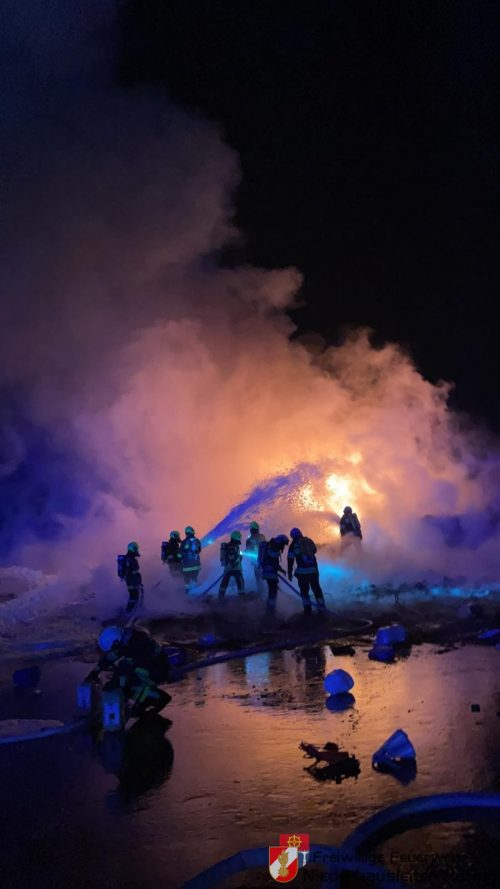 Kunststoffmaterial ging in Flammen auf
